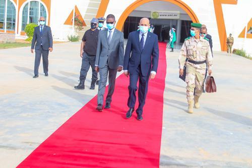 صورة من مغادرة الرئيس مطار نواكشوط فى وقت سابق الى باريس