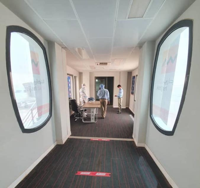 الممر الرابط بين قاعة المسافرين والطائرة