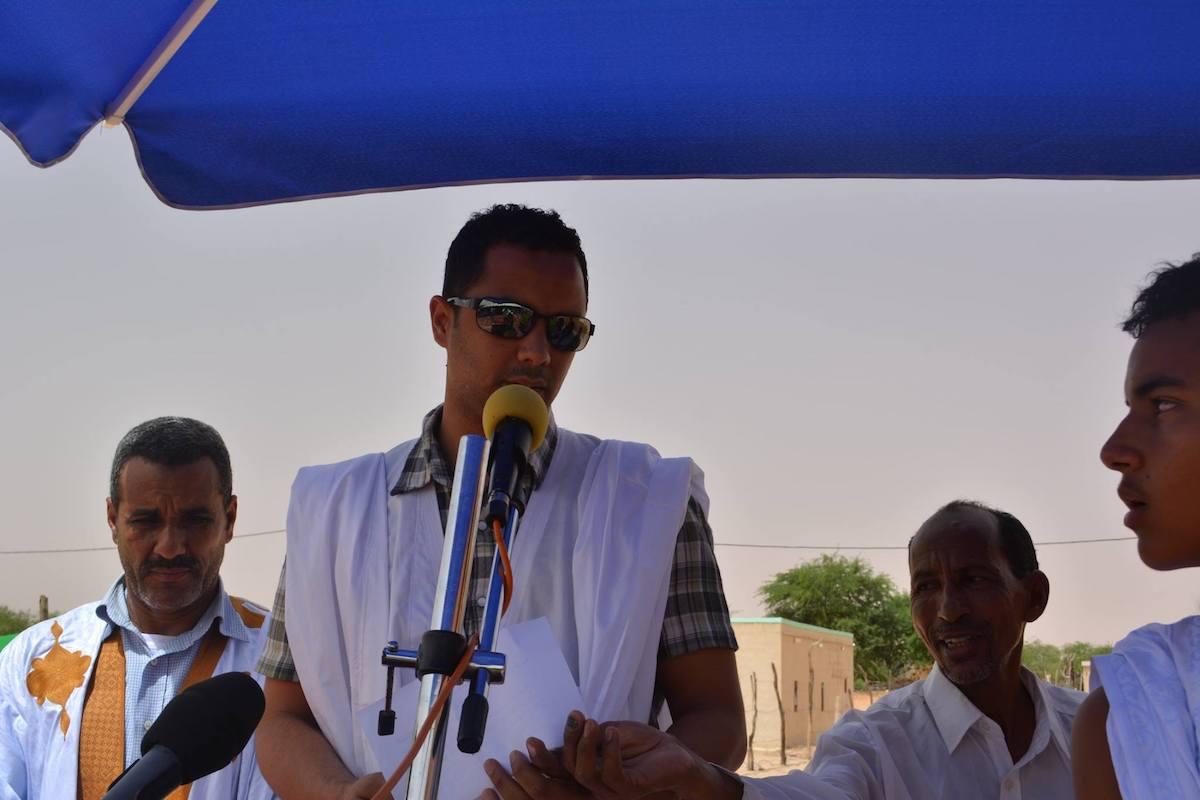 """الواقف أمام الميكرفون بدر ولد محمد ولد عبد العزيز """"أرشيف"""""""