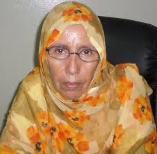 رئيسة الرابطة الناشطة الحقوقية آمنة بنت المختار