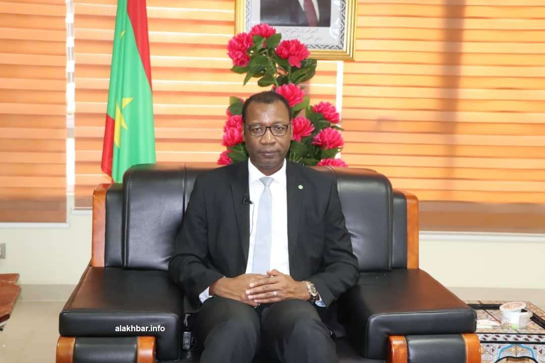 وزير التجارة والسياحة الموريتاني سيدي أحمد ولد محمد خلال حديثه للأخبار